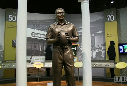 Statue of Eddie Robinson at the Eddie Robinson Museum