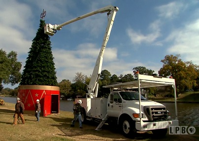 Setting up the Christmas lights in Natchitoches